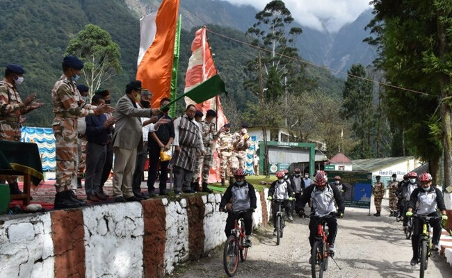 सिक्किम : कोरोना-स्वच्छता के प्रति जागरूक करने को साइकिल से निकले ITBP जवान